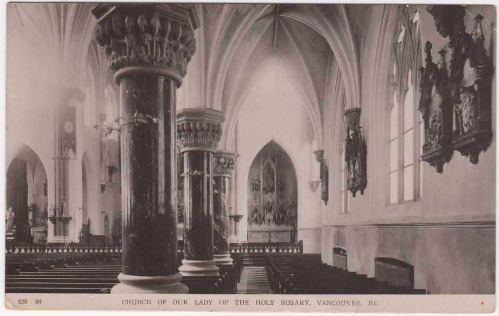 Intérieur de la Cathédrale catholique Holy Rosary, rue Georgia ouest, Vancouver, postée en 1913 (SHFCB 2016.02.95)