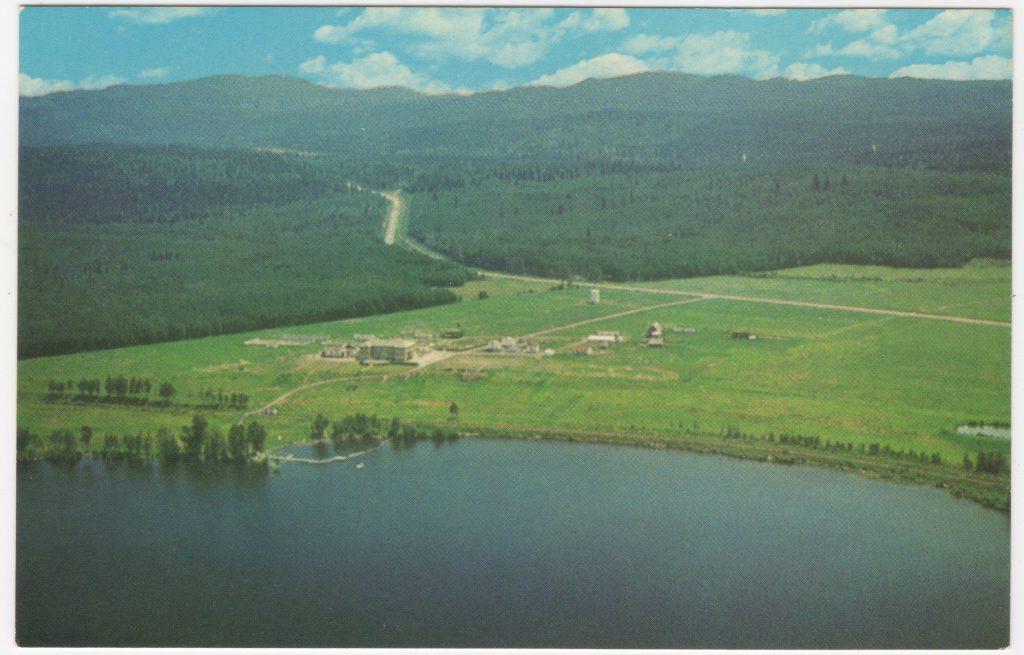 Pensionnat Lejac, lac Fraser; ca. années 1950 (SHFCB 2016.02.164)