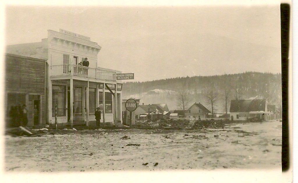 Magasin de Téléphone Marion, Quesnel, suite à l'incendie de la Banque Royale, 1916 (SHFCB)