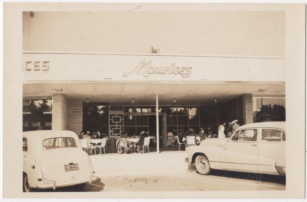 Restaurant Maurice's, centre commercial Park Royal, West Vancouver; ca. années 1950 (SHFCB 2016.02.86)