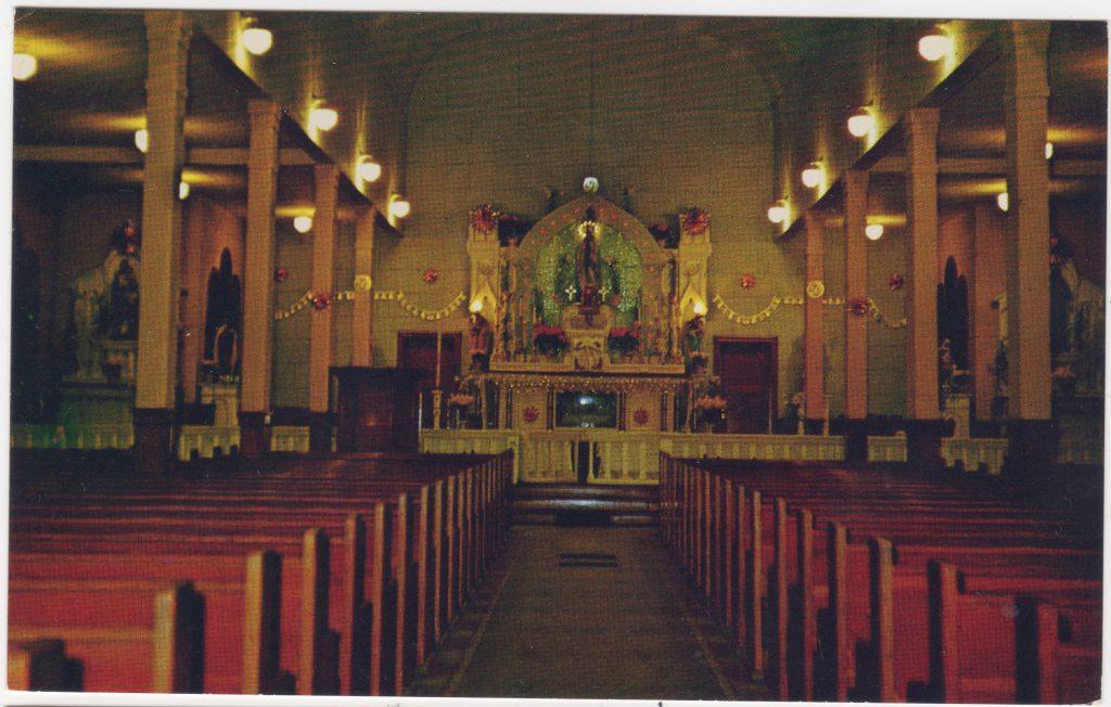 Intérieur, Église Notre-Dame de  Lourdes, Maillardville, Coquitlam; ca. années 1950 (SHFCB 2016.02.198)