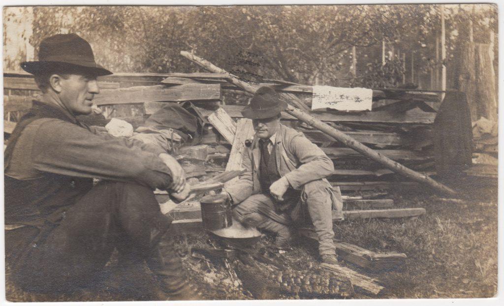 Camping?, avec Monsieur Rochleau [sic]; postée en 1911 (SHFCB)