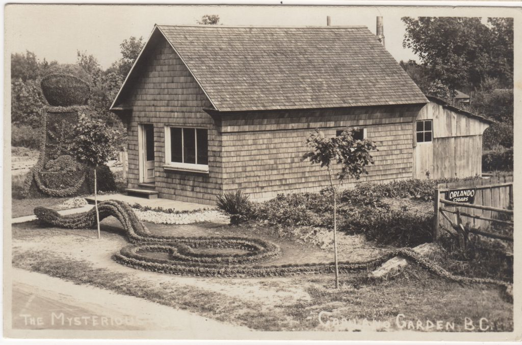 The Mysterious Snake, Capitano Gardens, maison de Napoléon St. Pierre, Capilano, North Vancouver, ca. années 1920 (SHFCB 2016.02.216)