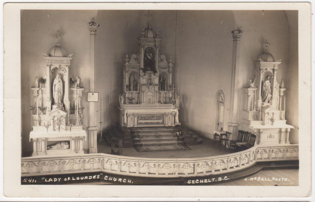 Autel, église Lady of Lourdes, Sechelt CB; ca. années 1900 (SHFCB)
