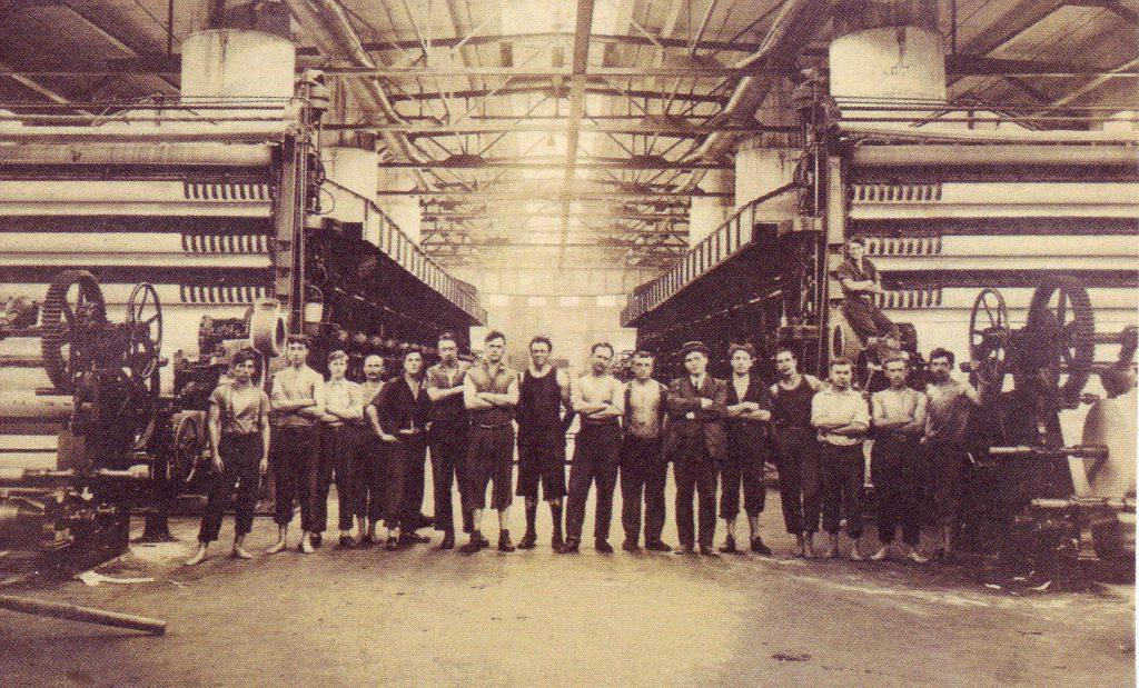 Ouvriers de papeterie. Photo par Rodolphe Lemay, ca. années 1900 (SHFCB)