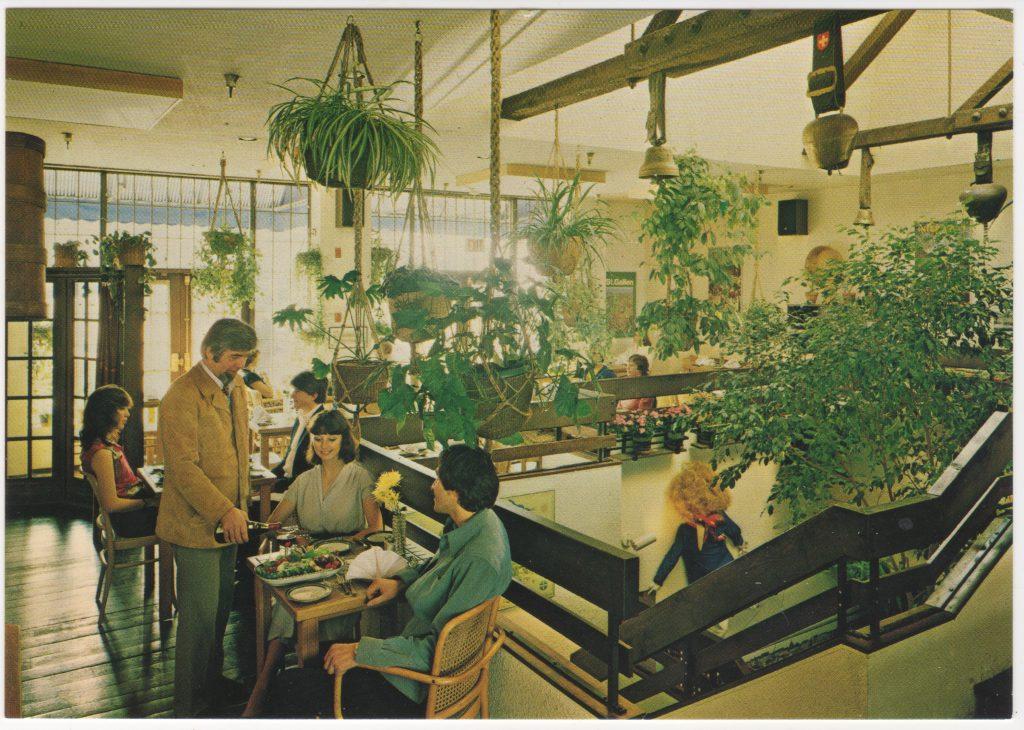 Restaurant La Râclette Swiss Country Specialties, rue Broadway ouest, Vancouver; ca. années 1970 (SHFCB 2016.02.93)